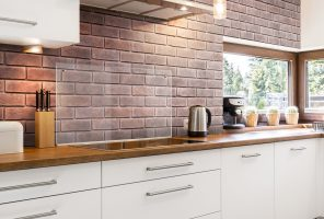 Dekorativni kamen::prikaz stene z opekami v kuhinji