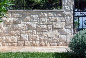 Pikaz zidne oblog Rock Face Flat White