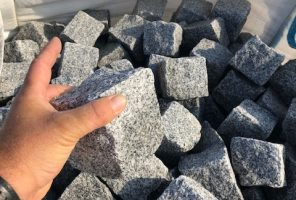 Prikaz granitne kocke10x10x8cm